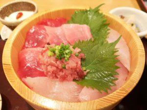 マグロ4色丼
