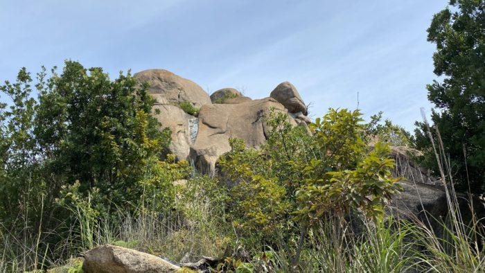 巨岩がいっぱい