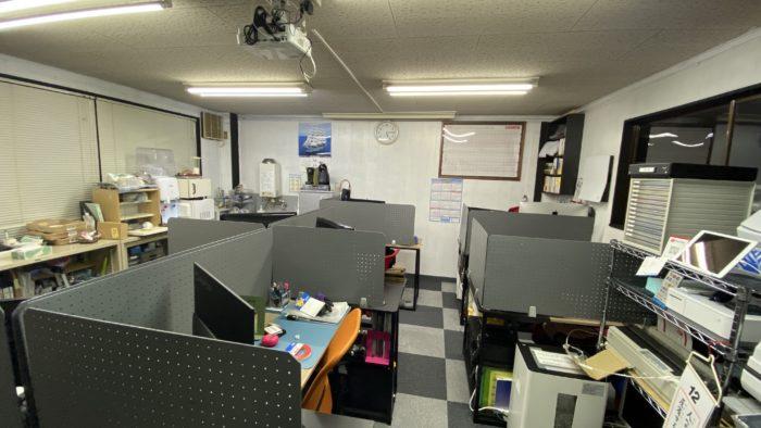 オフィスのデスク配置